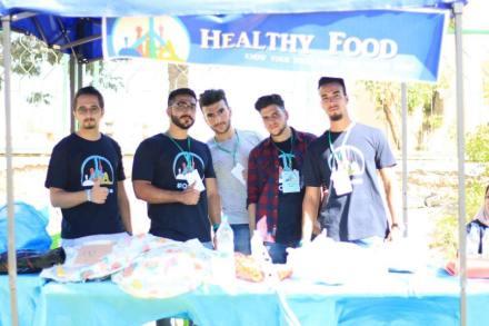 اعضاء فريق كشك الغذاء الصحي